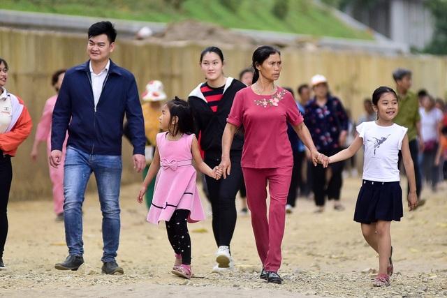 Hàng nghìn người đổ về ngôi chùa chưa xây xong ở Hà Nam - 6