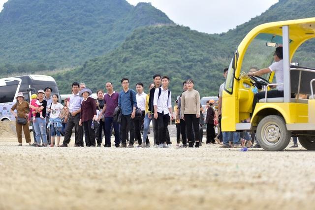 Hàng nghìn người đổ về ngôi chùa chưa xây xong ở Hà Nam - 16