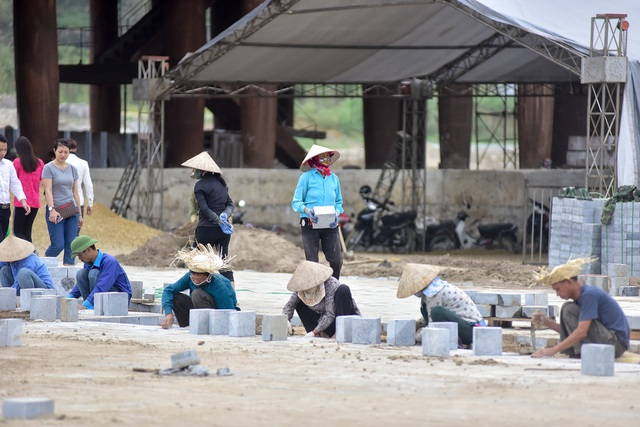 Hàng nghìn người đổ về ngôi chùa chưa xây xong ở Hà Nam - 7