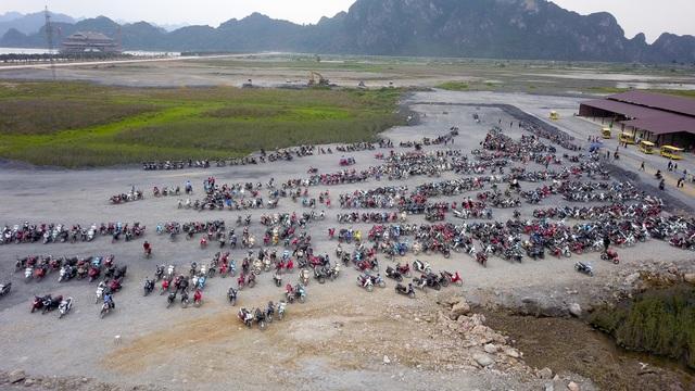 Hàng nghìn người đổ về ngôi chùa chưa xây xong ở Hà Nam - 2