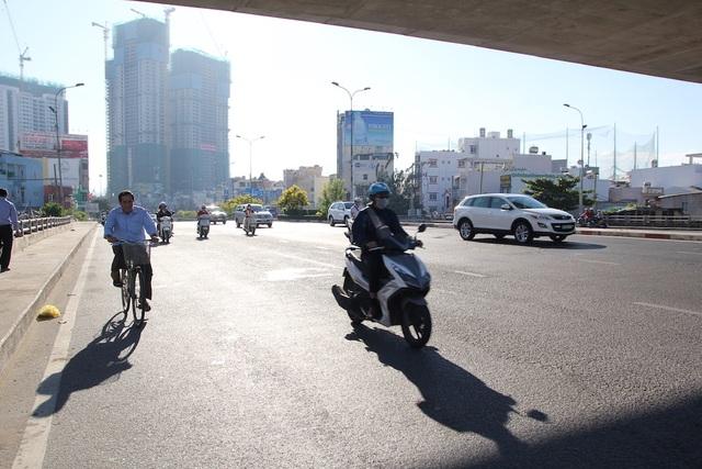 Đường phố Sài Gòn thênh thang đến lạ trong ngày làm việc đầu năm - 15