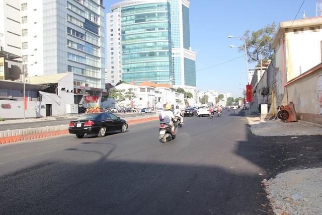 Đường phố Sài Gòn thênh thang đến lạ trong ngày làm việc đầu năm - 18