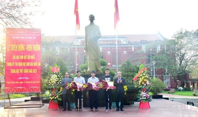 Thừa Thiên Huế: Tuyên dương các học sinh đạt giải Nhất kỳ thi học sinh giỏi quốc gia - 2