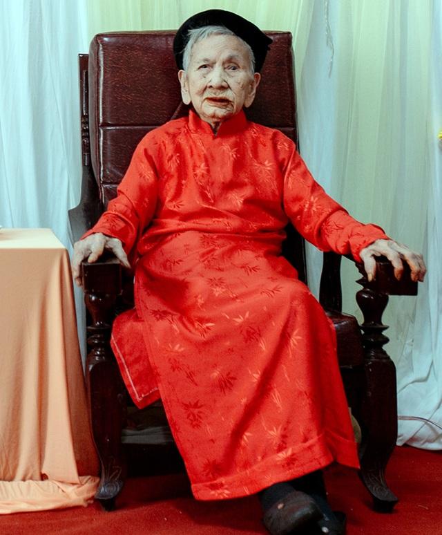 Cụ bà 106 tuổi hát, đọc thơ trong lễ mừng thọ của mình - 1
