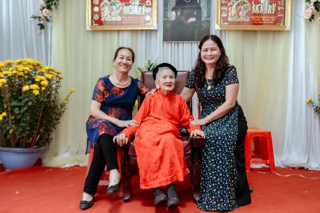 Cụ bà 106 tuổi hát, đọc thơ trong lễ mừng thọ của mình - 2