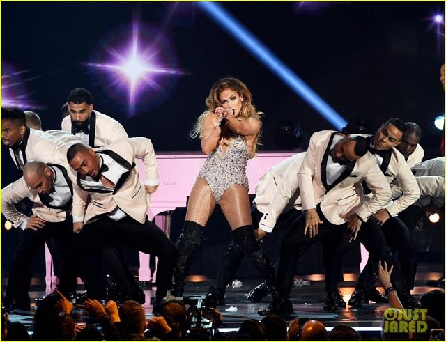 Jennifer Lopez bốc lửa trên sân khấu Grammy 2019 - 10