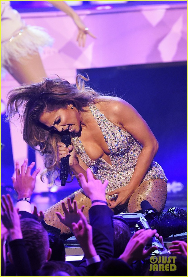 Jennifer Lopez bốc lửa trên sân khấu Grammy 2019 - 11