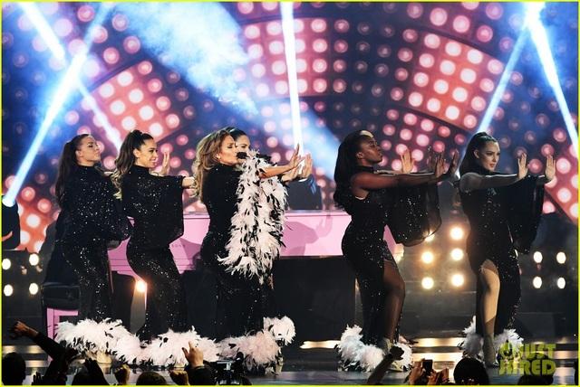 Jennifer Lopez bốc lửa trên sân khấu Grammy 2019 - 9