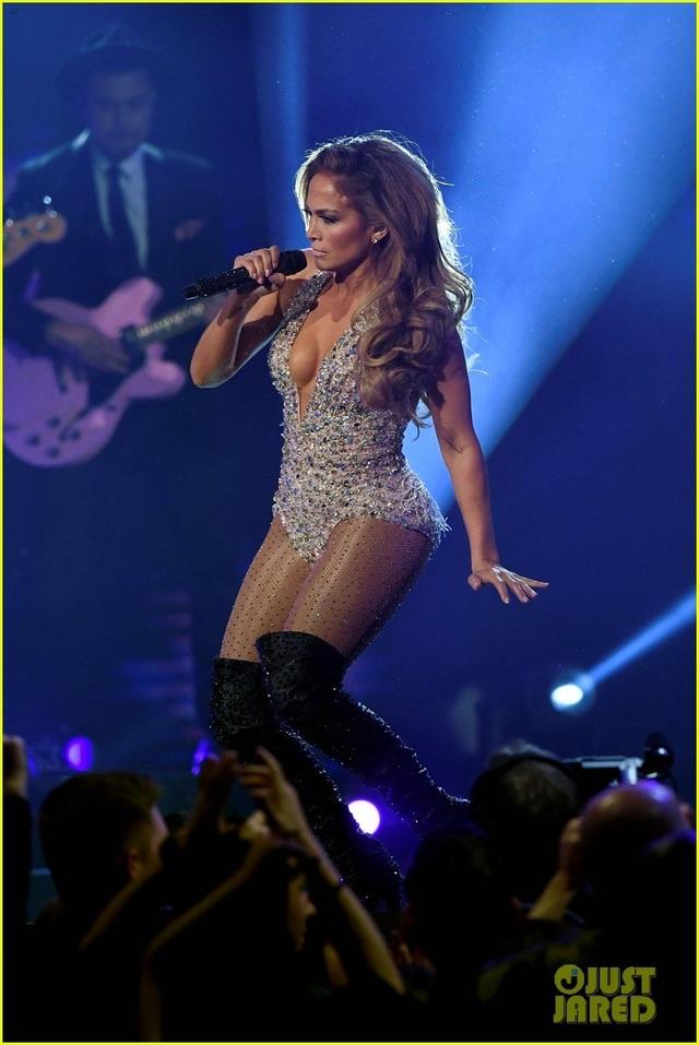 Jennifer Lopez bốc lửa trên sân khấu Grammy 2019 - 21