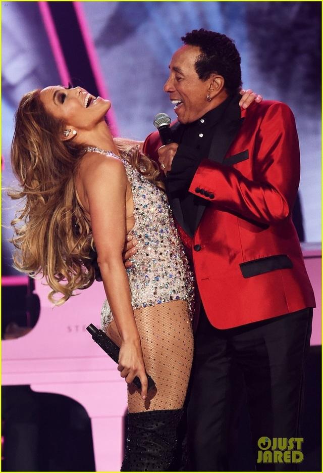 Jennifer Lopez bốc lửa trên sân khấu Grammy 2019 - 14
