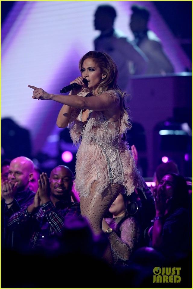 Jennifer Lopez bốc lửa trên sân khấu Grammy 2019 - 20
