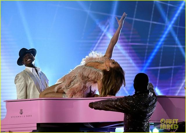 Jennifer Lopez bốc lửa trên sân khấu Grammy 2019 - 17