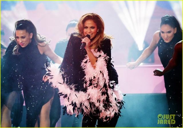 Jennifer Lopez bốc lửa trên sân khấu Grammy 2019 - 13