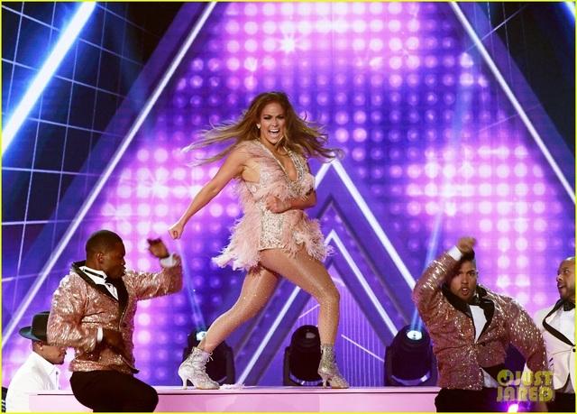 Jennifer Lopez bốc lửa trên sân khấu Grammy 2019 - 3