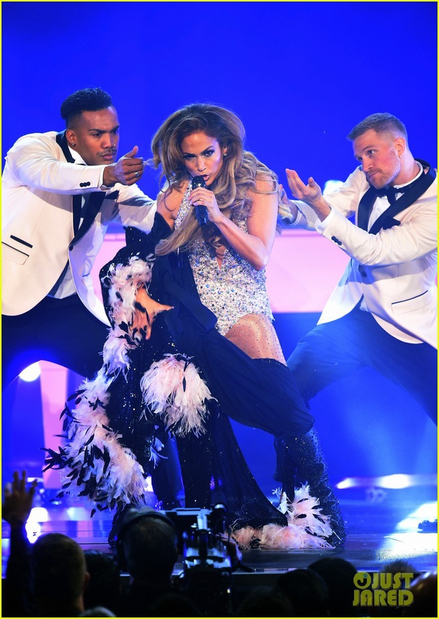 Jennifer Lopez bốc lửa trên sân khấu Grammy 2019 - 12