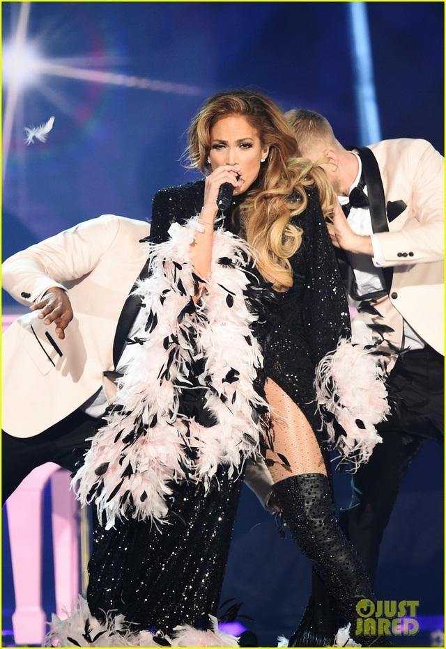 Jennifer Lopez bốc lửa trên sân khấu Grammy 2019 - 4