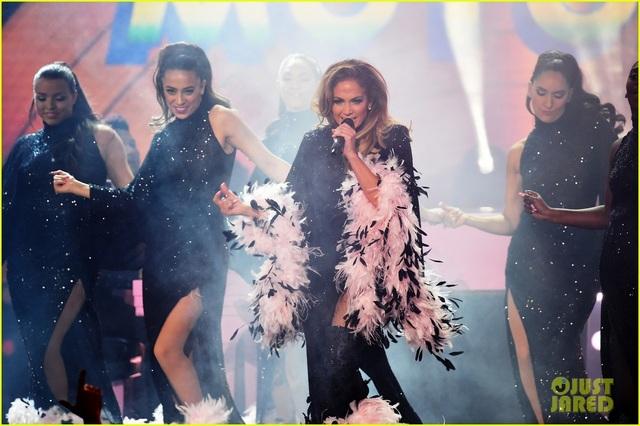 Jennifer Lopez bốc lửa trên sân khấu Grammy 2019 - 16