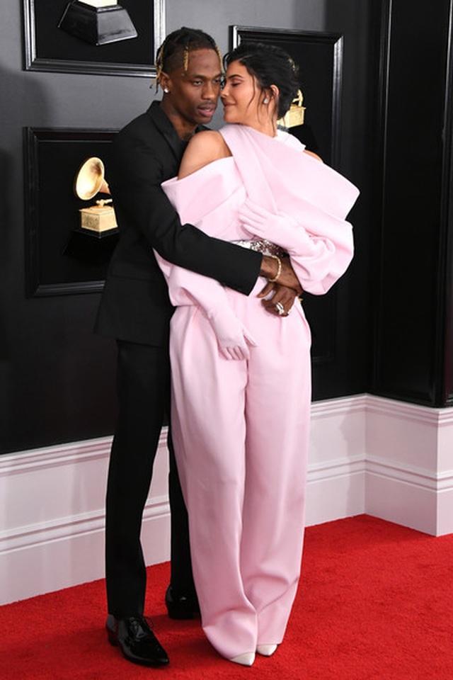 Người đẹp lộng lẫy váy áo trên thảm đỏ Grammy 2019 - 54