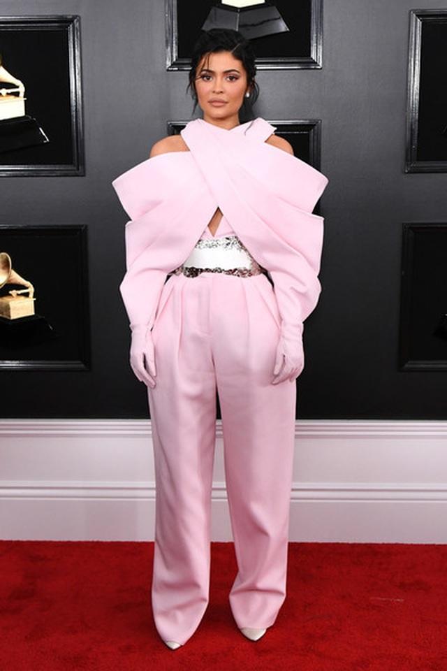 Người đẹp lộng lẫy váy áo trên thảm đỏ Grammy 2019 - 53