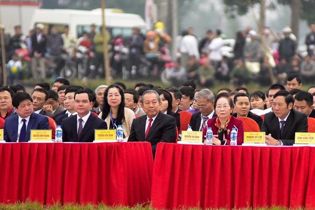 Phó Thủ tướng Trương Hoà Bình; nguyên Phó Chủ tịch nước Nguyễn Thị Doan, Chủ tịch Trung ương Hội Khuyến học Việt Nam về tham dự lễ hội
