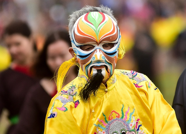 Lão nông này sẽ mang mặt nạ, mặc áo long bào