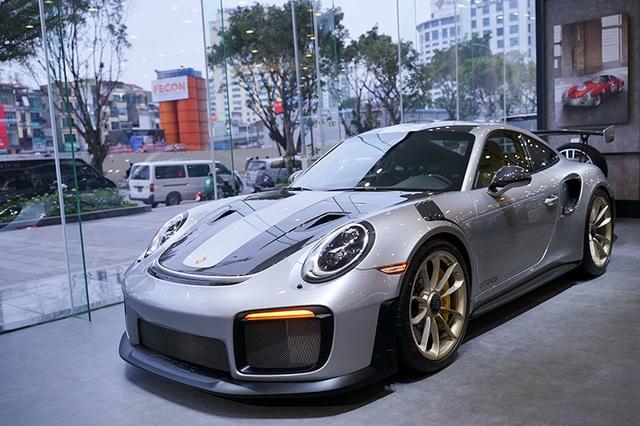 Giá hơn 20 tỉ đồng, Porsche 911 GT2 RS gia nhập làng siêu xe tại Việt Nam - 2