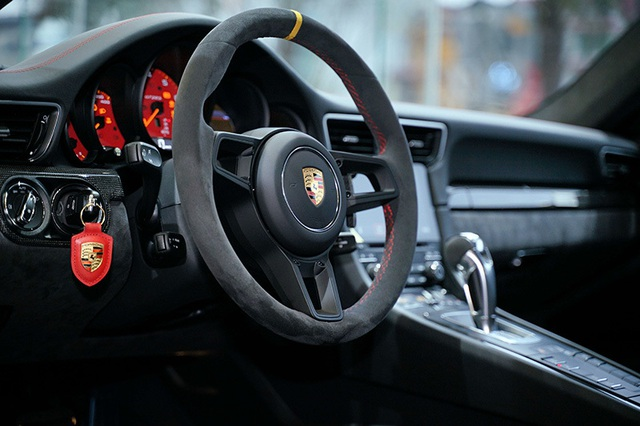 Giá hơn 20 tỉ đồng, Porsche 911 GT2 RS gia nhập làng siêu xe tại Việt Nam - 7