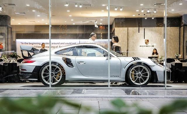 Giá hơn 20 tỉ đồng, Porsche 911 GT2 RS gia nhập làng siêu xe tại Việt Nam - 1