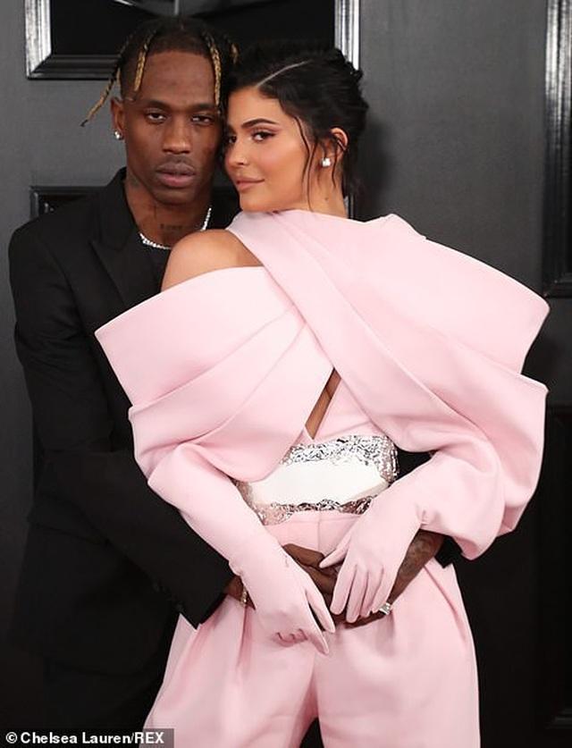 Những bộ váy xấu nhất trên thảm đỏ Grammy 2019 - 4