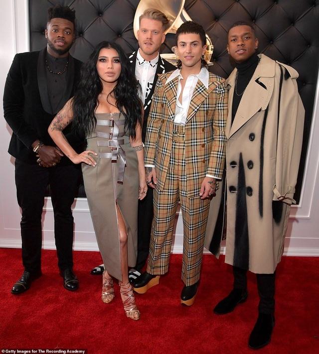 Những bộ váy xấu nhất trên thảm đỏ Grammy 2019 - 16