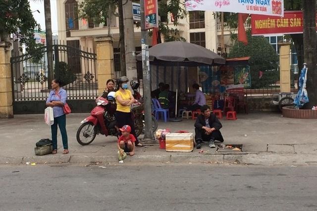 Người lao động trở lại làm việc: Người đi xe máy, kẻ cắn răng thuê xe                                   - 1