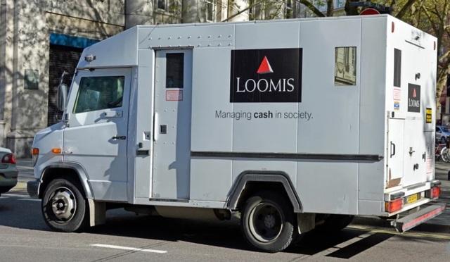 Tài xế xe bọc thép chở tiền biến mất cùng 1 triệu euro - 1