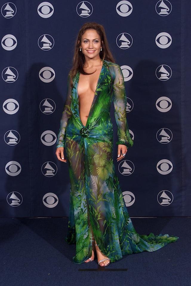 Những bộ cánh ấn tượng nhất tại các lễ trao giải Grammy  - 3