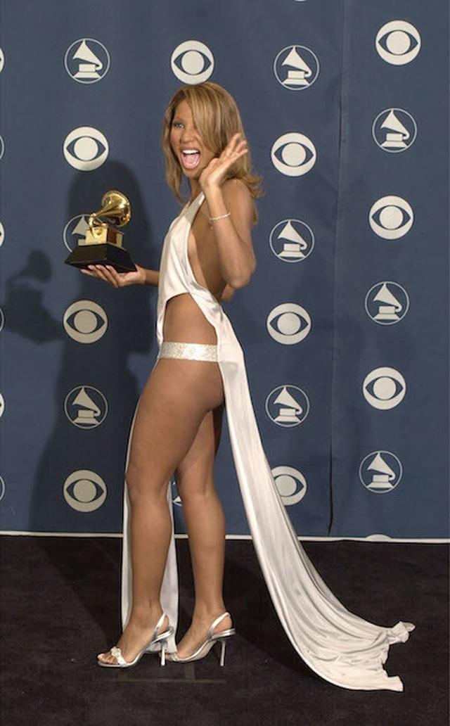 Những bộ cánh ấn tượng nhất tại các lễ trao giải Grammy  - 6