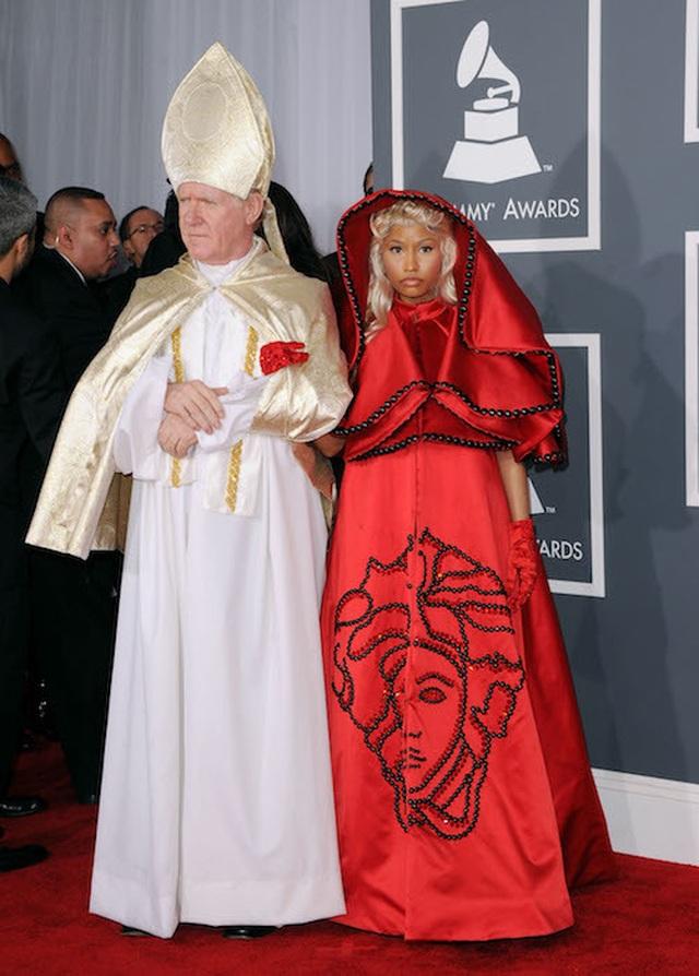 Những bộ cánh ấn tượng nhất tại các lễ trao giải Grammy  - 9