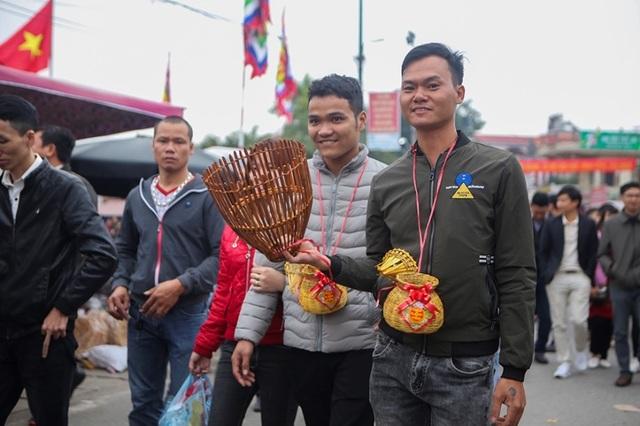 Hàng vạn người đổ về phiên chợ mua may bán rủi ở Nam Định - 2
