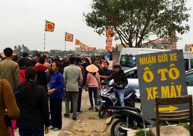 Hàng vạn người đổ về phiên chợ mua may bán rủi ở Nam Định - 5
