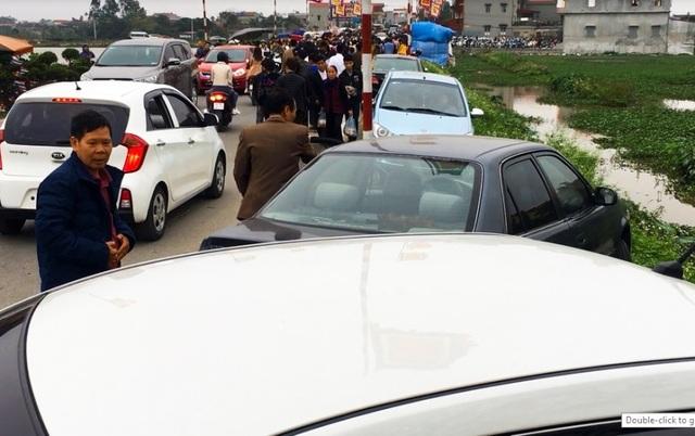 Hàng vạn người đổ về phiên chợ mua may bán rủi ở Nam Định - 6