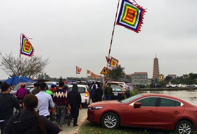 Hàng vạn người đổ về phiên chợ mua may bán rủi ở Nam Định - 9