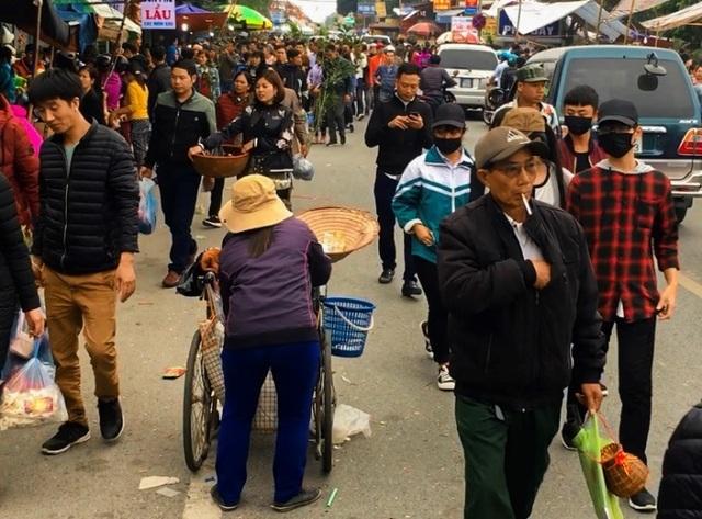 Hàng vạn người đổ về phiên chợ mua may bán rủi ở Nam Định - 10