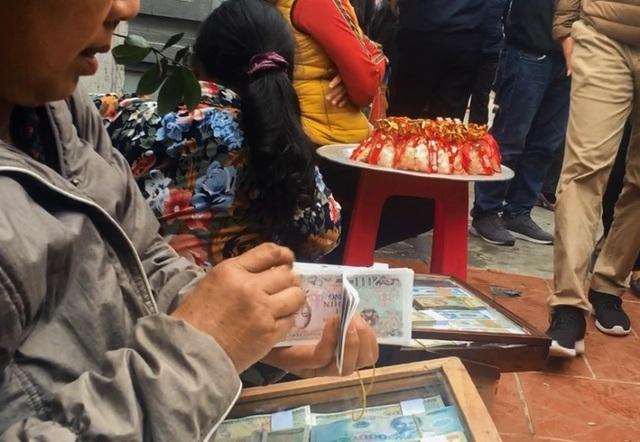Hàng vạn người đổ về phiên chợ mua may bán rủi ở Nam Định - 11