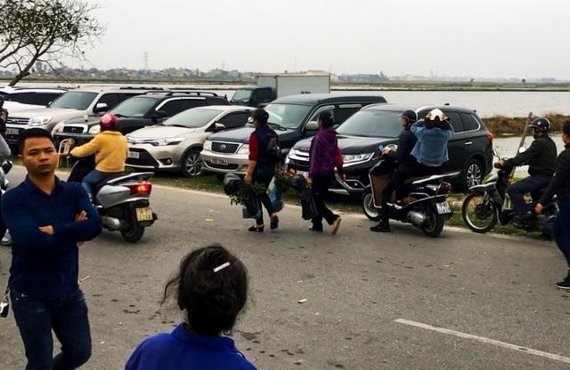 Hàng vạn người đổ về phiên chợ mua may bán rủi ở Nam Định - 12
