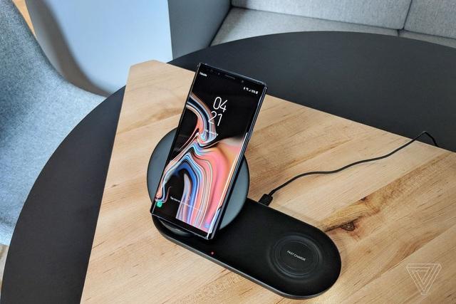 Rò rỉ tính năng chạm hai điện thoại để sạc của Galaxy S10 - 2