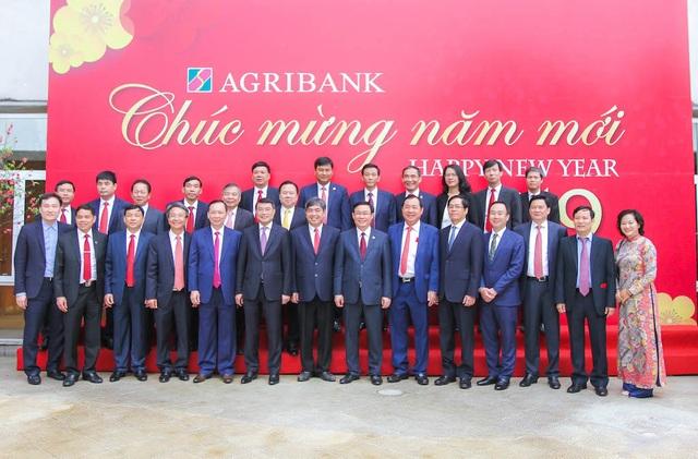 Phó Thủ tướng Vương Đình Huệ tới thăm và làm việc với Agribank tại trụ sở chính - 1
