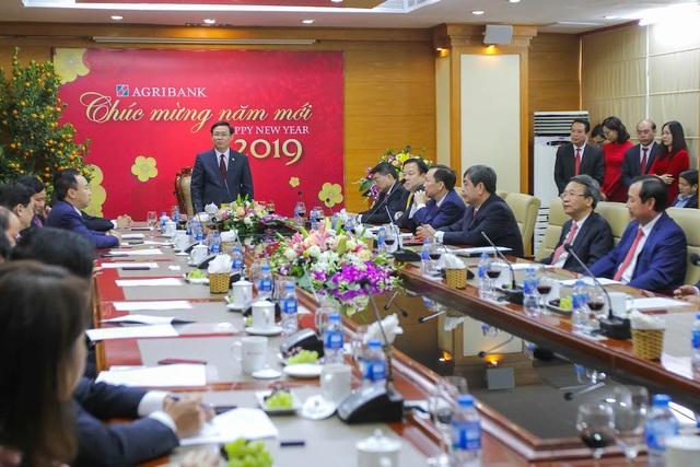 Phó Thủ tướng Vương Đình Huệ tới thăm và làm việc với Agribank tại trụ sở chính - 2