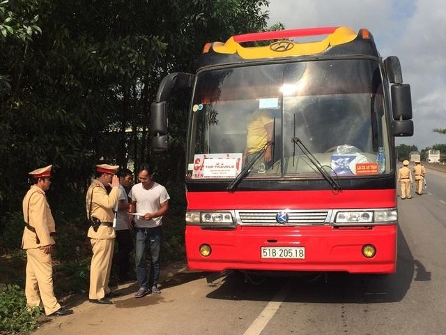 2 ngày xử phạt hơn 140 phương tiện vi phạm giao thông - 1