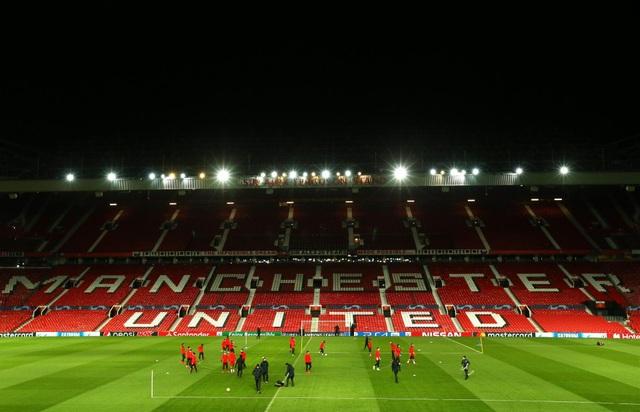 Các cầu thủ PSG luyện tập làm quen với mặt sân Old Trafford - 2