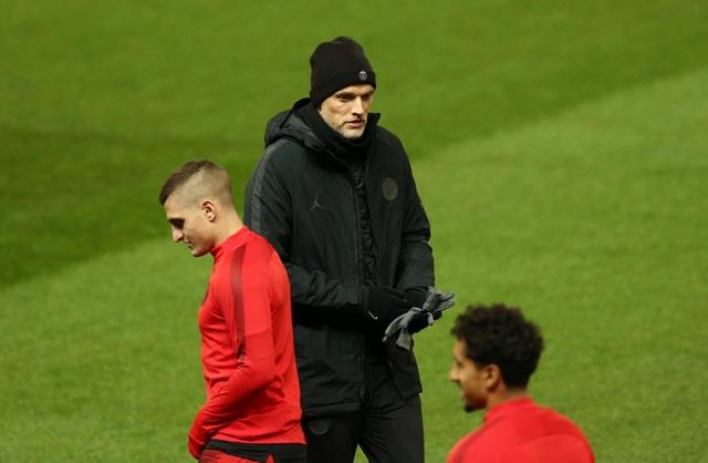 Các cầu thủ PSG luyện tập làm quen với mặt sân Old Trafford - 3