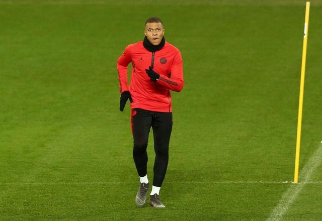 Các cầu thủ PSG luyện tập làm quen với mặt sân Old Trafford - 6