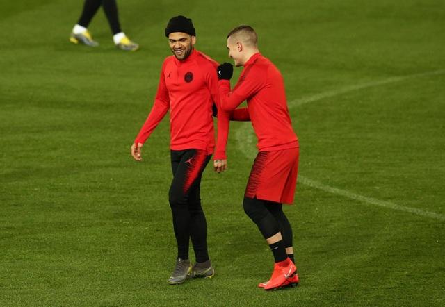 Các cầu thủ PSG luyện tập làm quen với mặt sân Old Trafford - 10